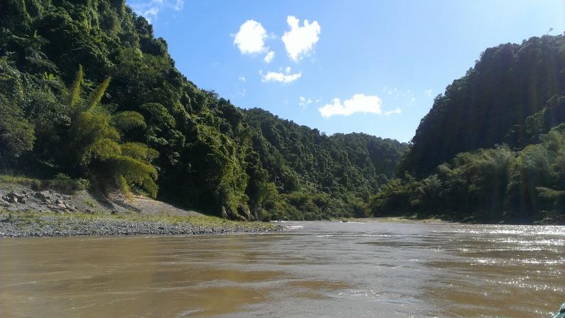 "Boat ride to ""Jewel of Fiji"""